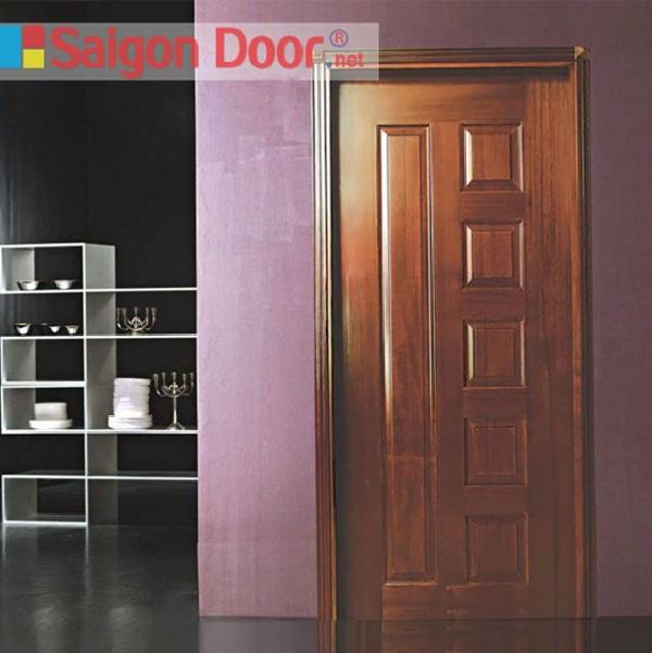 Cửa gỗ màu nâu, thích hợp với những công trình nhà ở theo phong cách cổ điển