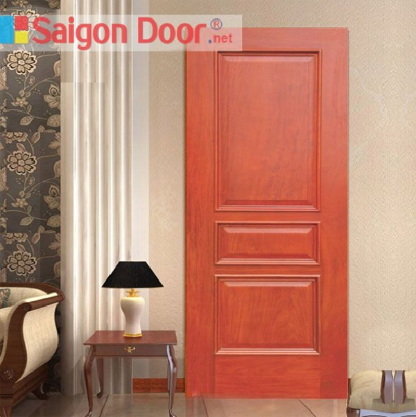 Cửa gỗ phòng ngủ màu nâu đỏ, rất thích hợp cho những ngôi nhà được xây bằng gỗ