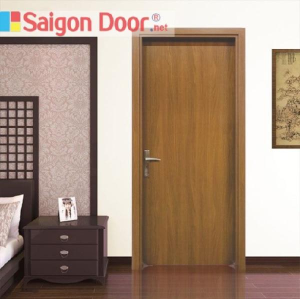 Họa tiết vân gỗ nổi bật của cửa phòng ngủ