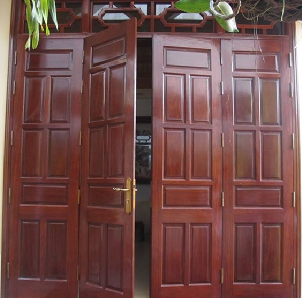 Mẫu cửa gỗ tự nhiên 4 cánh thiết kế đơn giản, phù hợp cho những công trình nhà ở thông thường
